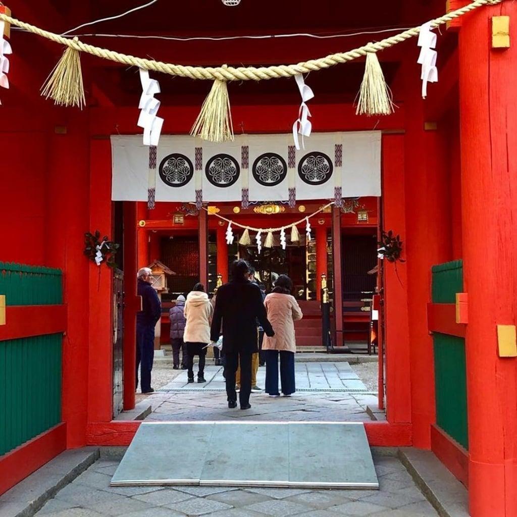 六所神社の山門