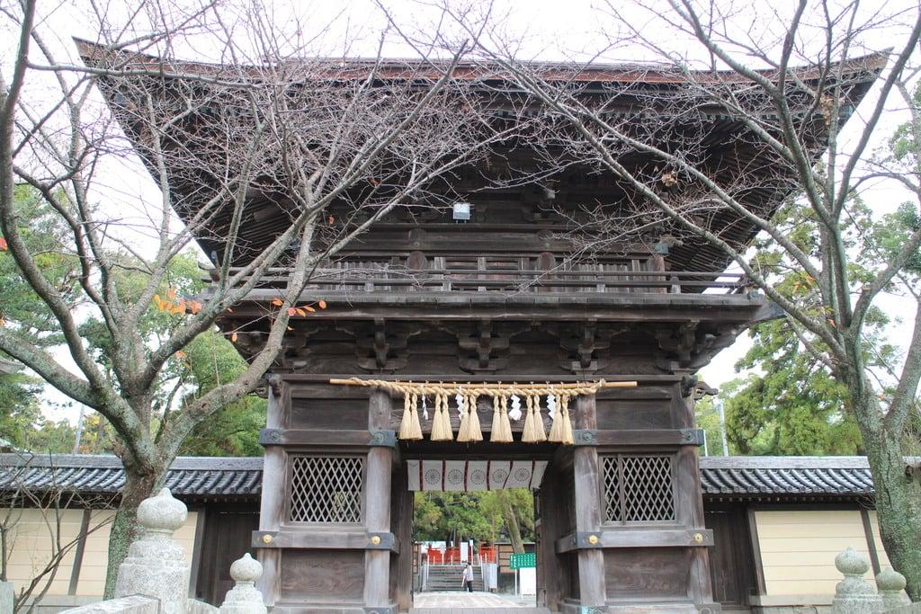 香椎宮の山門・神門(福岡県香椎神宮駅)
