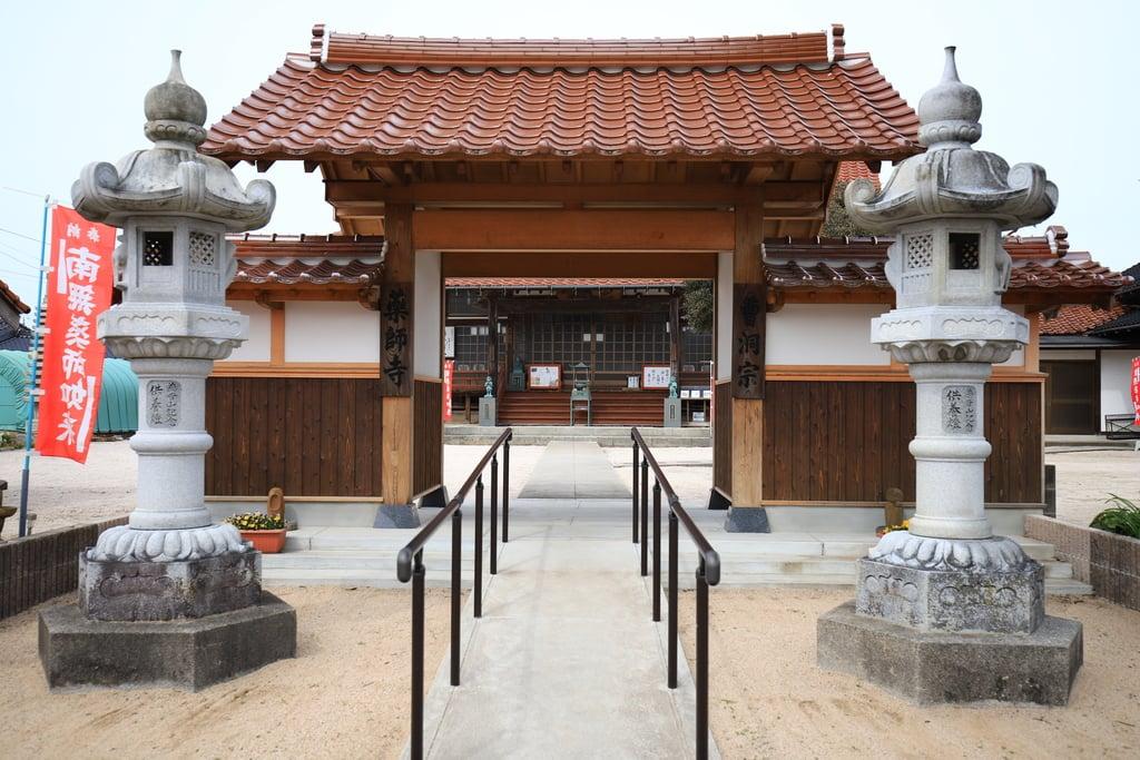 薬師寺の山門・神門(島根県西出雲駅)