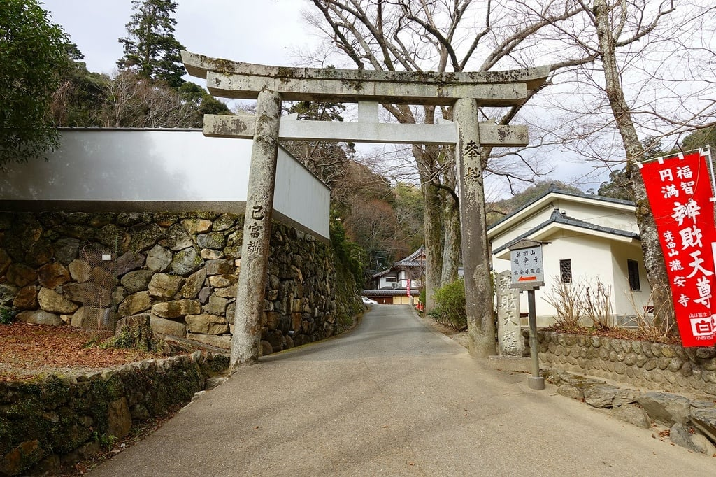 瀧安寺の鳥居