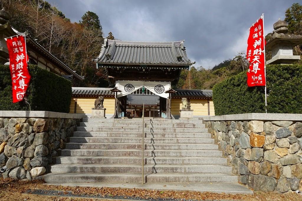 瀧安寺の山門