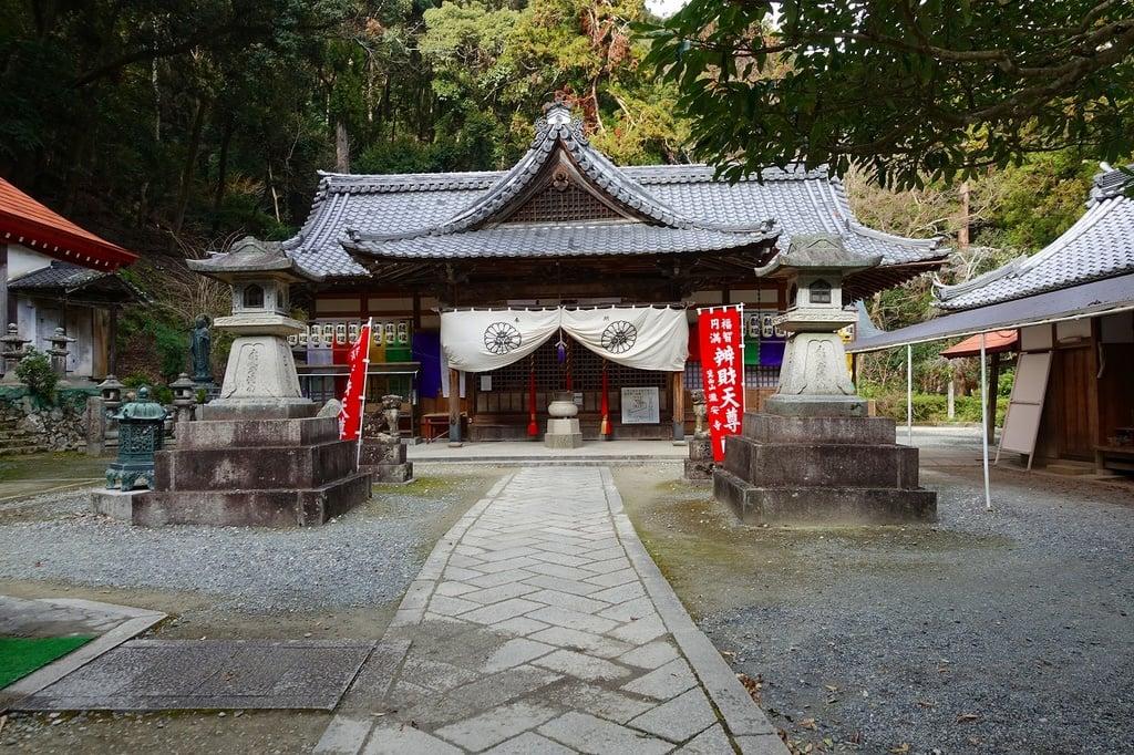 瀧安寺の本殿