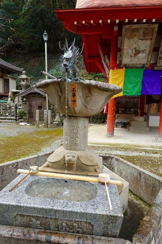 瀧安寺の手水