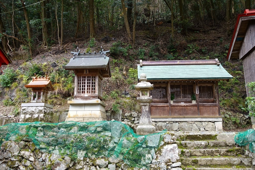 瀧安寺の末社