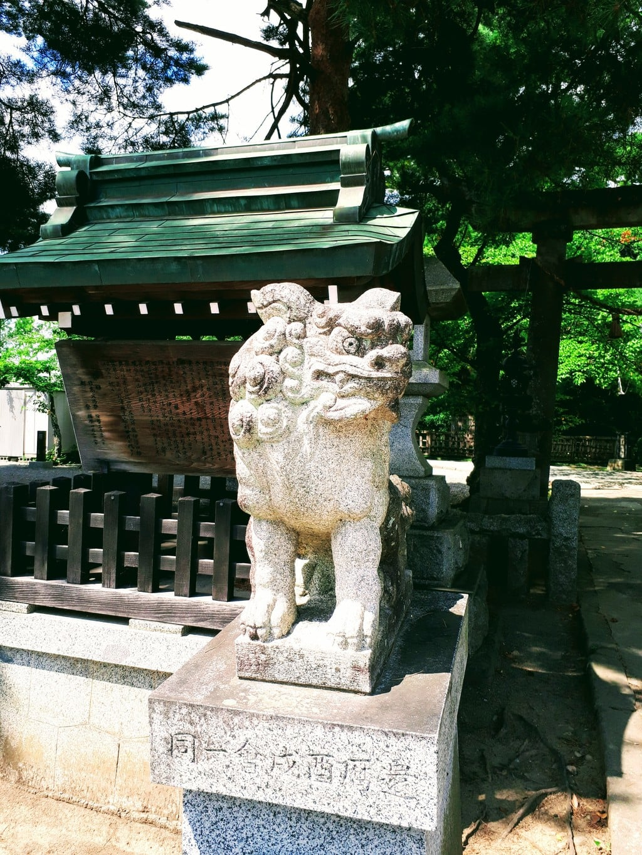 日高神社の狛犬