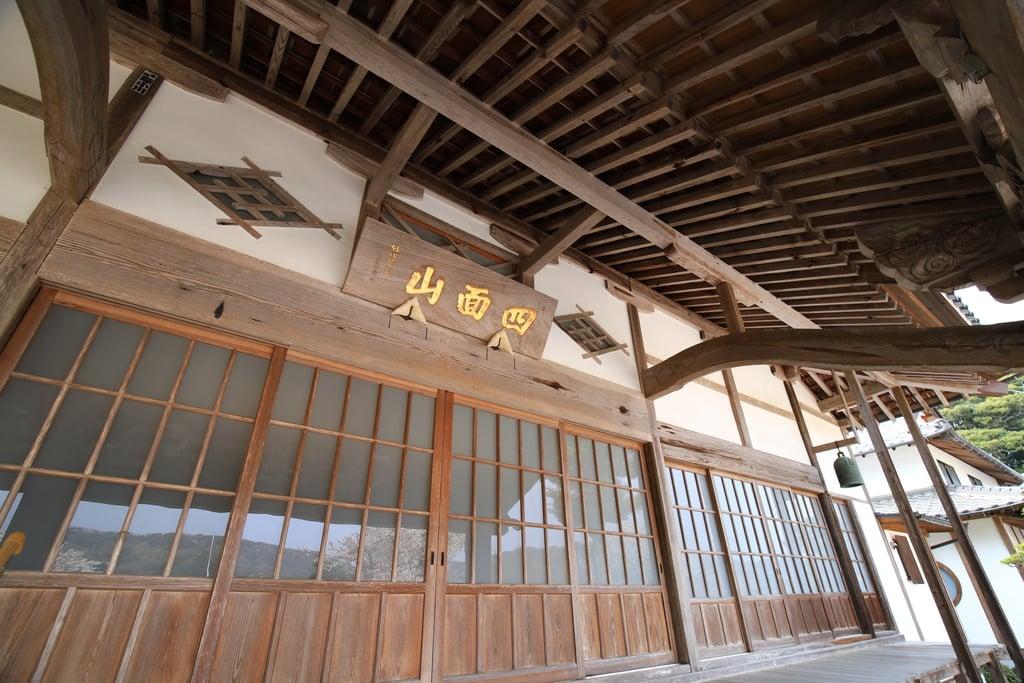 勝定寺の本殿