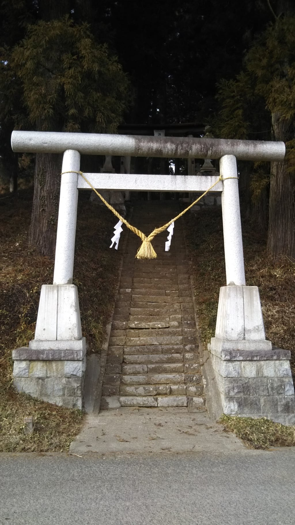 諏訪神社の鳥居(茨城県袋田駅)