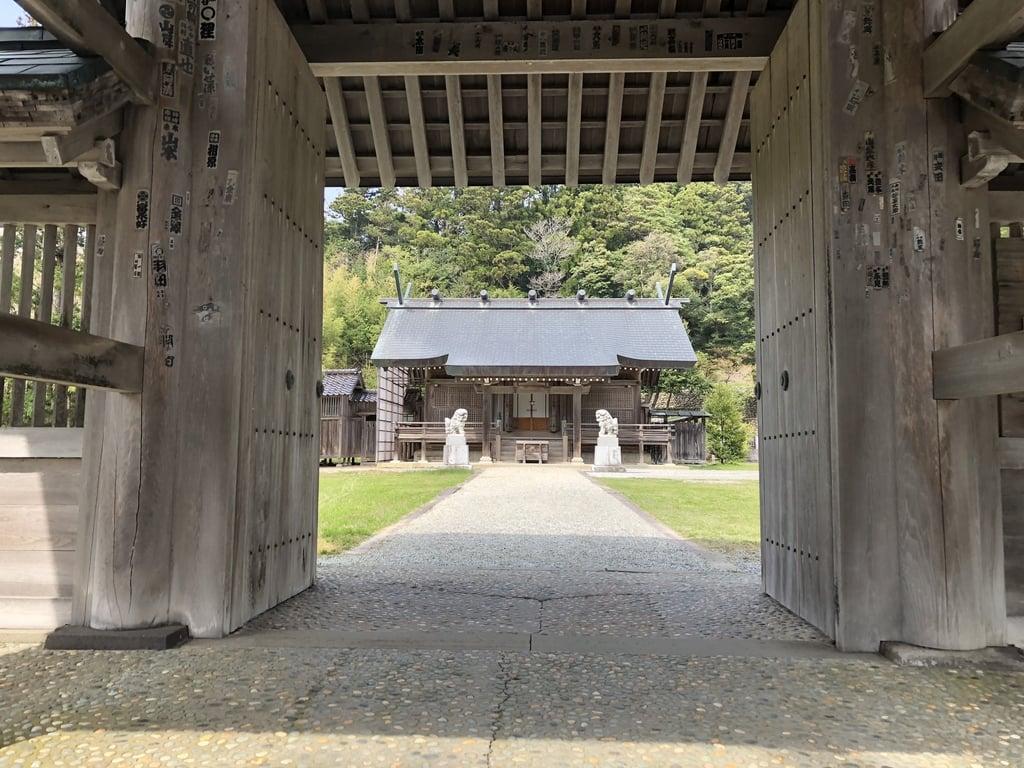 真野宮の本殿・本堂(新潟県弥彦駅)