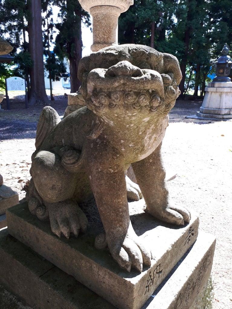 月山神社の狛犬