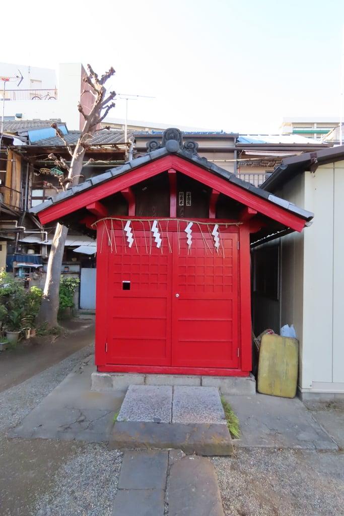 下稲荷神社の本殿