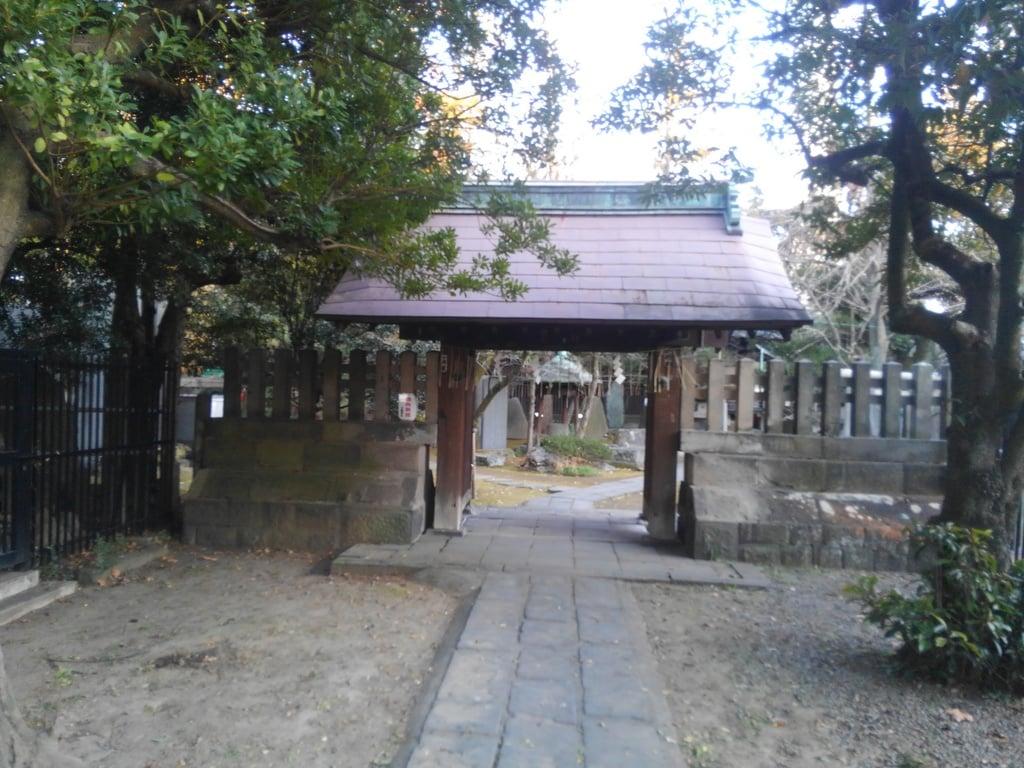 三囲神社(三越神社)の山門
