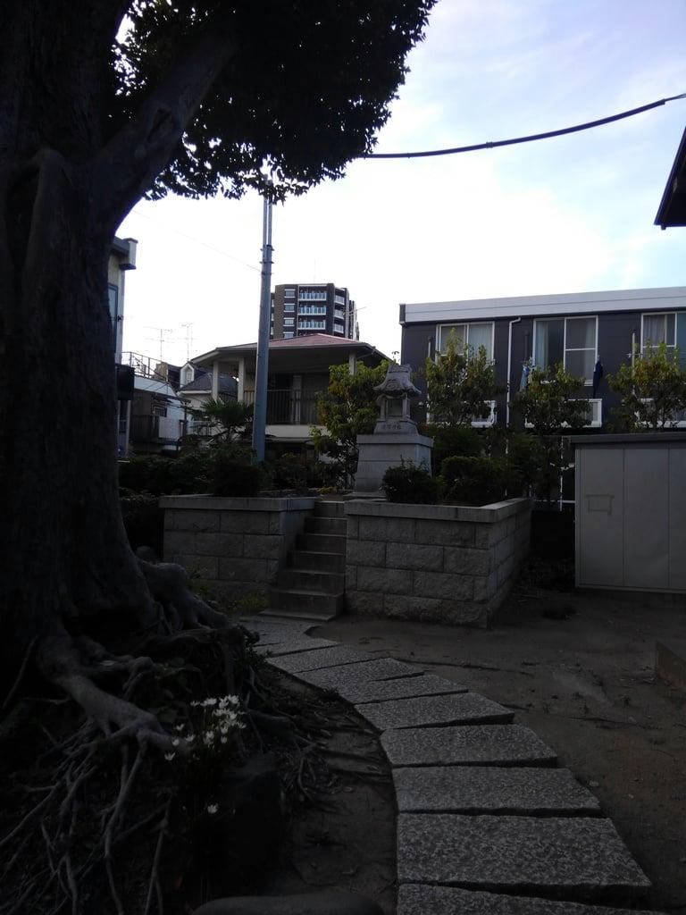 八幡神社の庭園