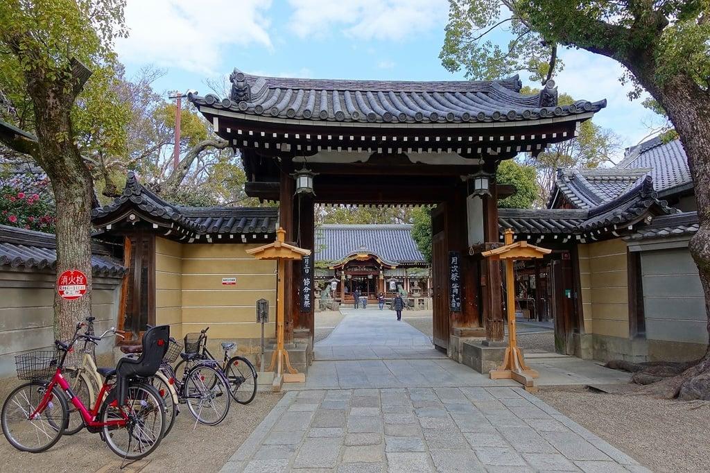 杭全神社の山門・神門(大阪府平野(JR)駅)