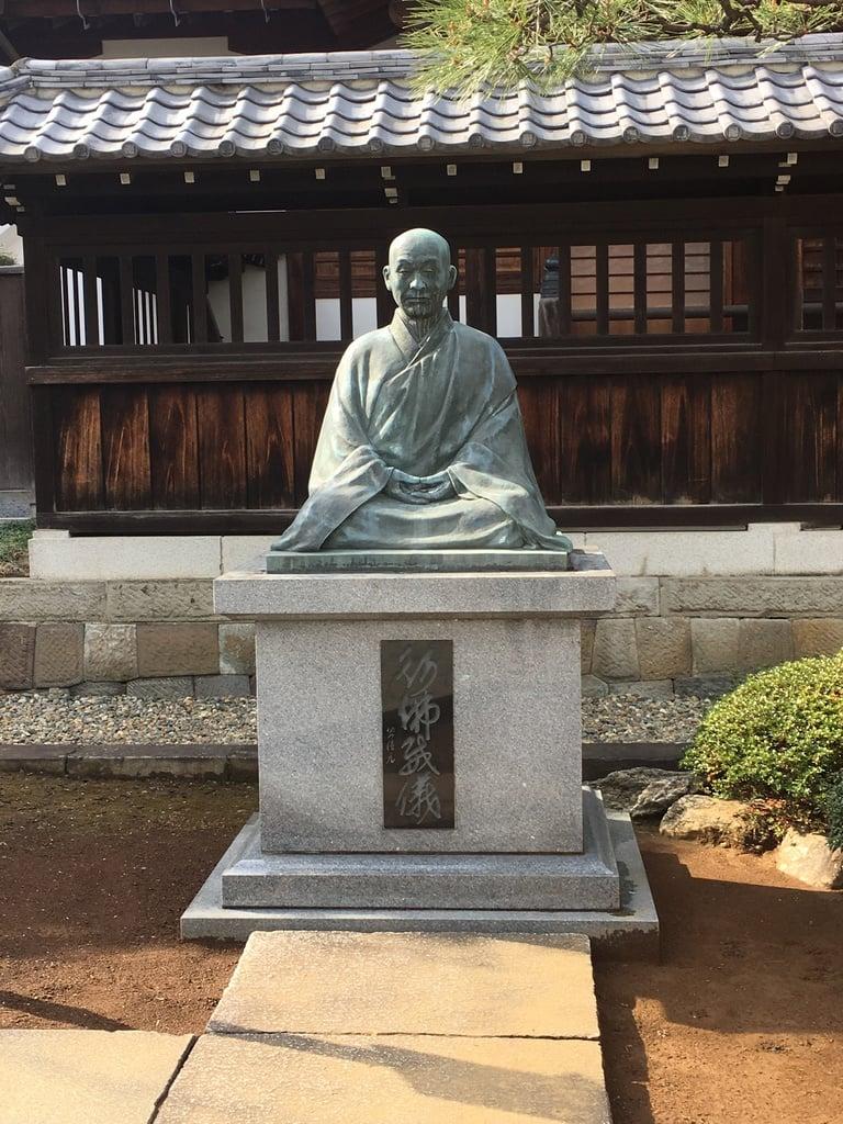 泉岳寺の像(東京都泉岳寺駅)
