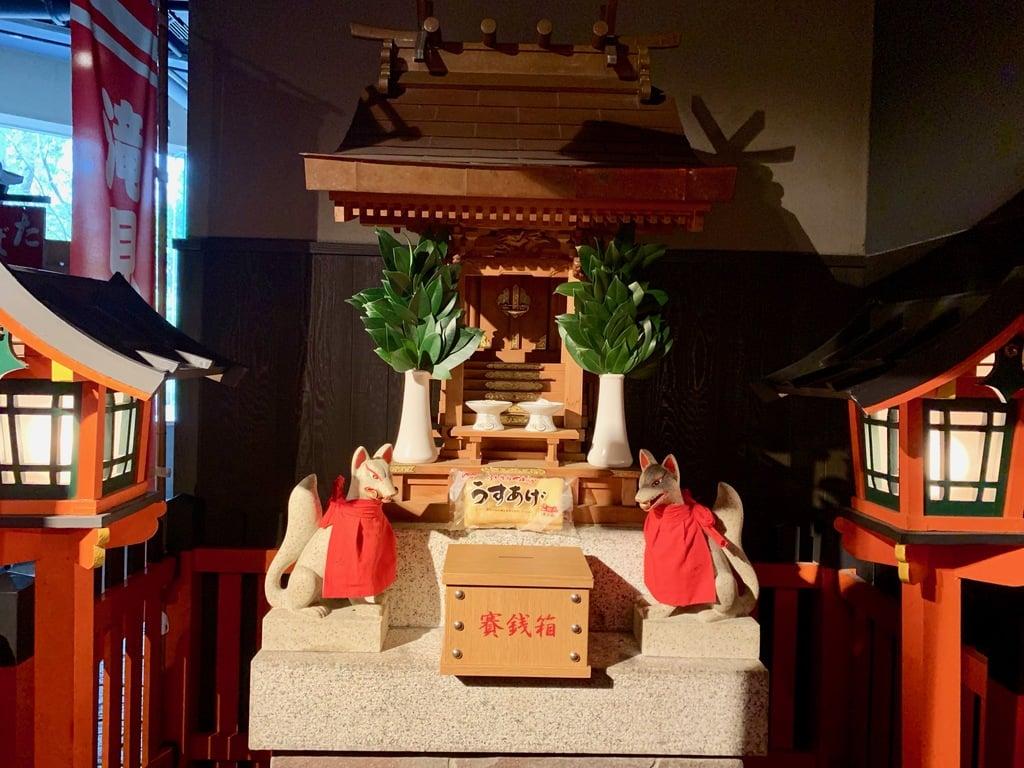 滝見稲荷社の本殿