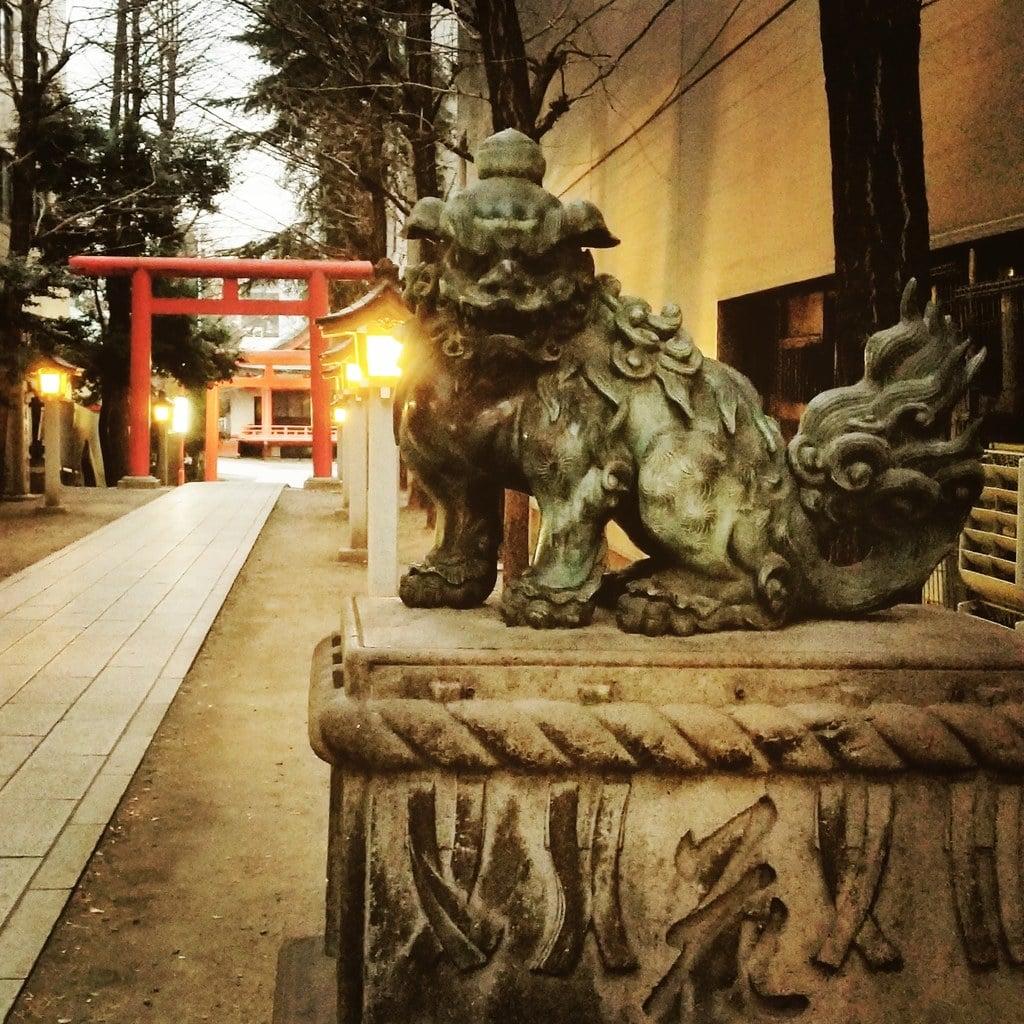 花園神社の狛犬(東京都新宿三丁目駅)