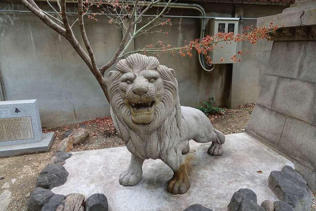 坐摩神社の像