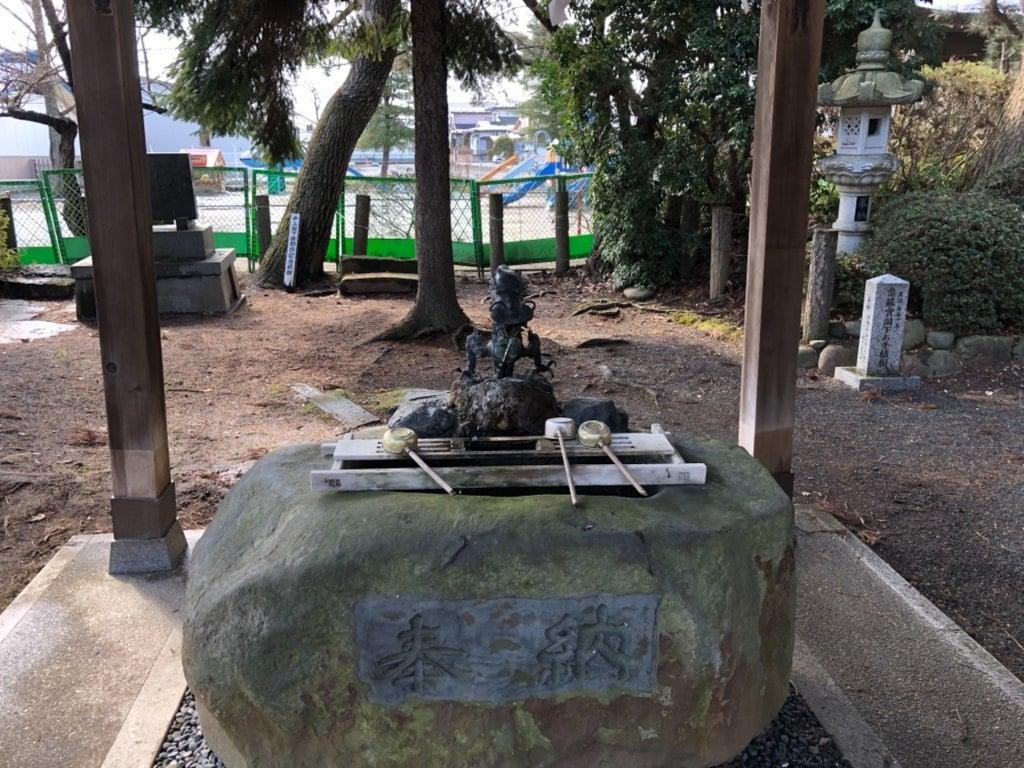 日高神社の手水