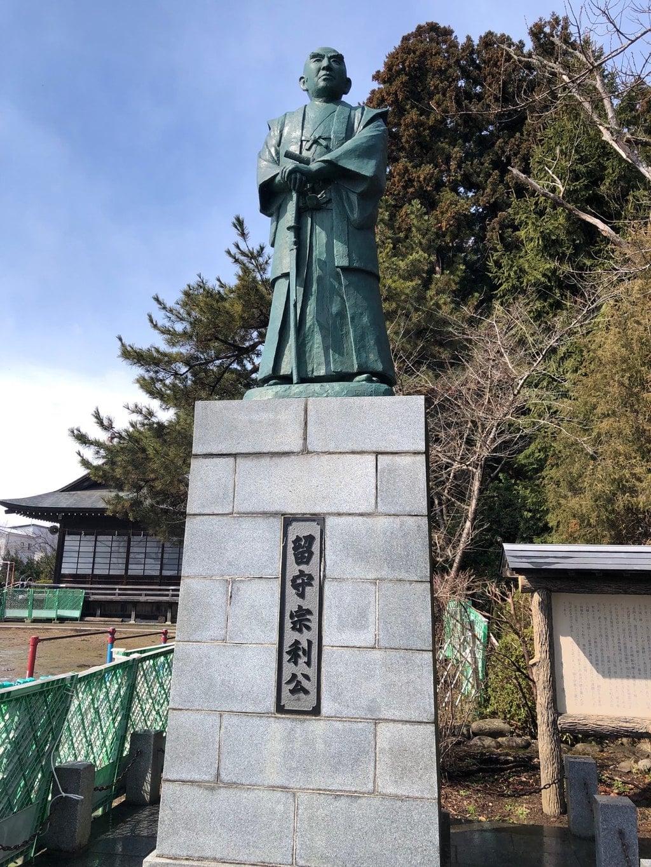日高神社の像