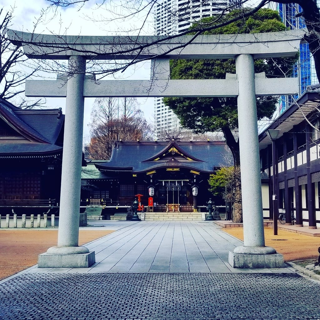 熊野神社の鳥居(東京都西新宿五丁目駅)