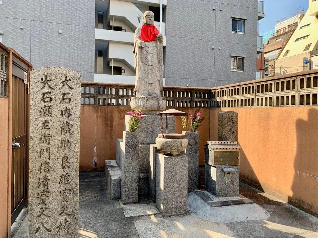 圓通院の地蔵(大阪府東梅田駅)