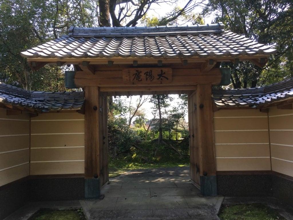 太陽院の山門