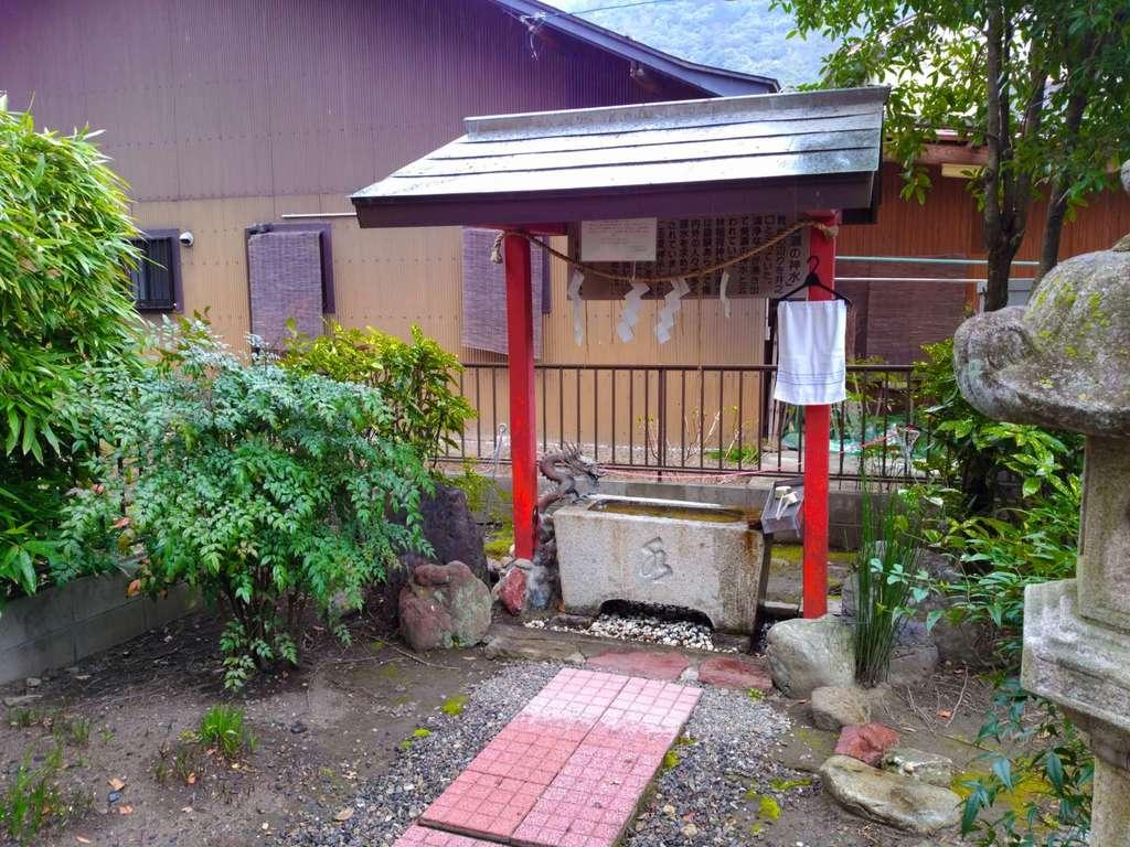 林稲荷神社の手水(岐阜県田神駅)