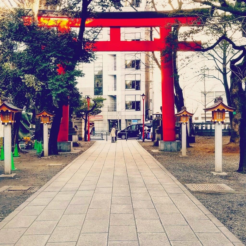 花園神社の鳥居(東京都新宿三丁目駅)