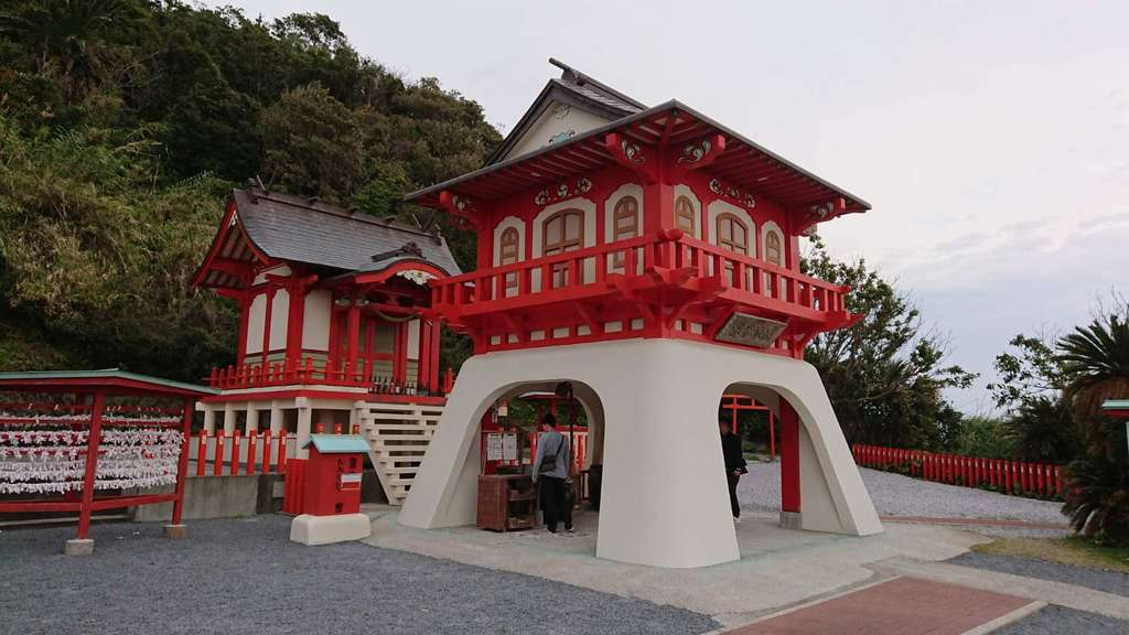 竜宮神社の山門