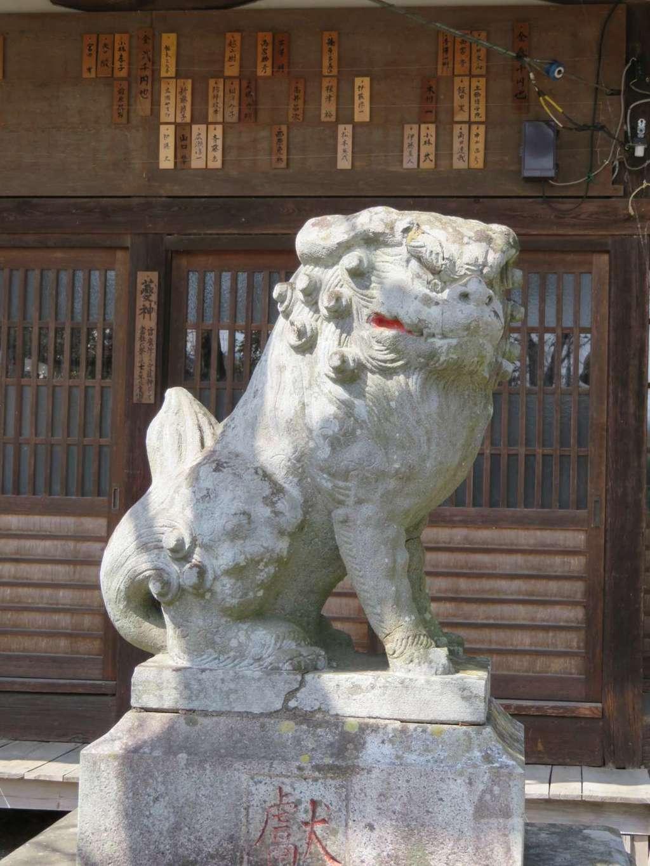 山梨岡神社の狛犬