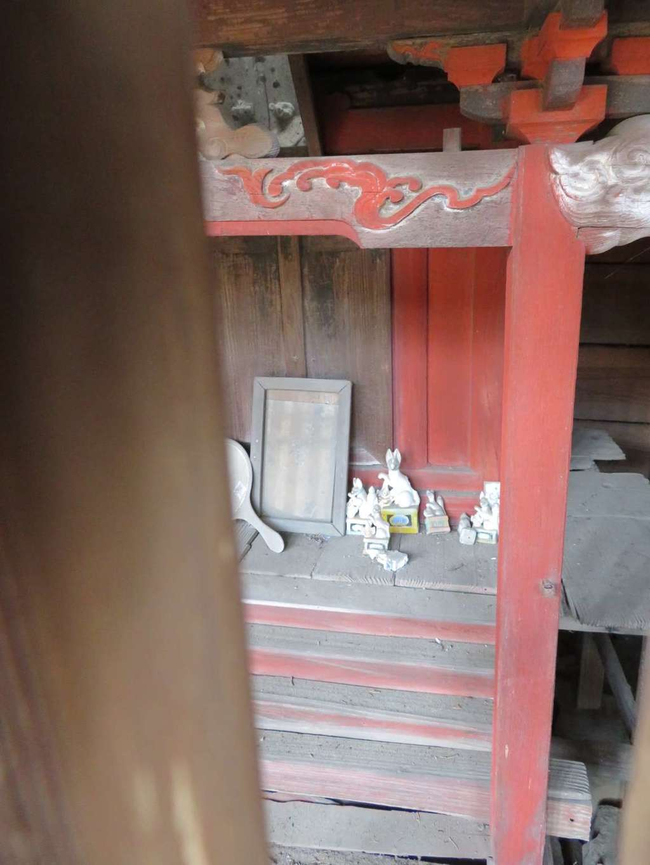 山梨岡神社の末社