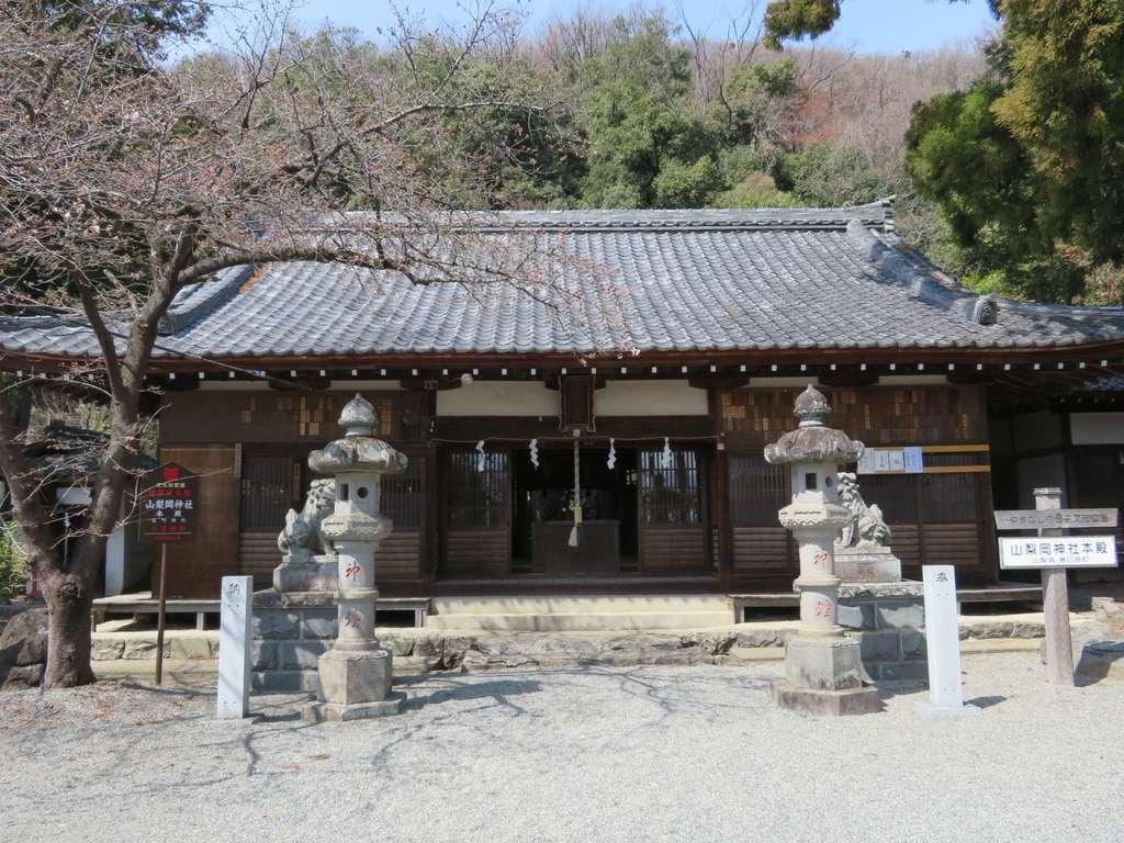 山梨岡神社の本殿