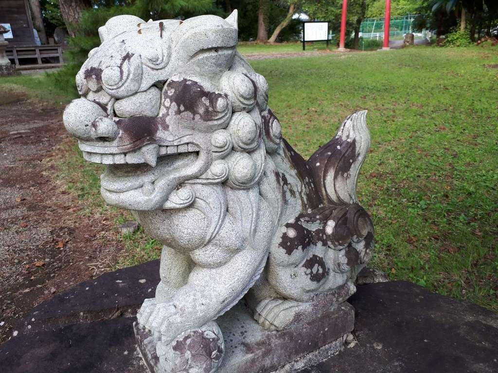 神明神社の狛犬