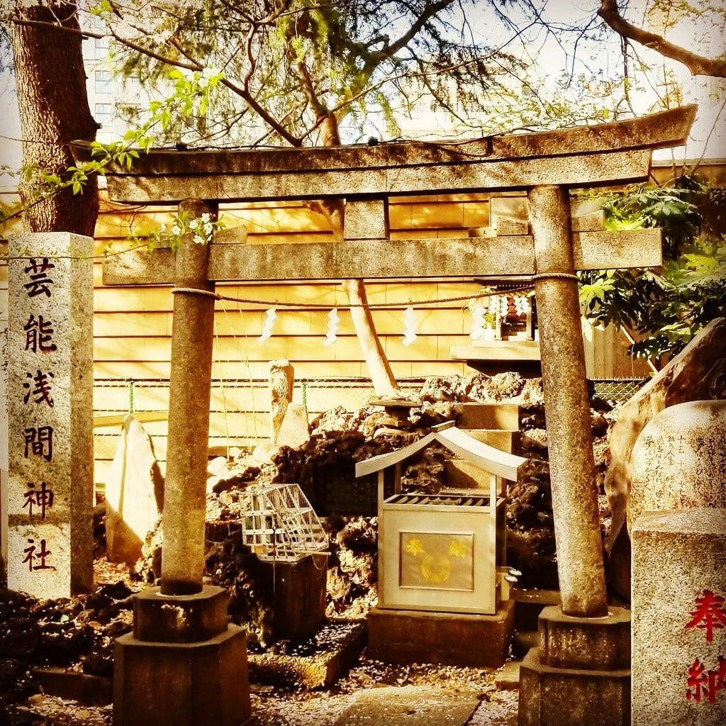 花園神社(東京都新宿三丁目駅)