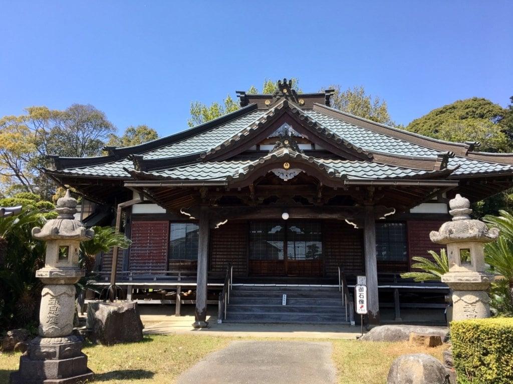 願成寺の本殿