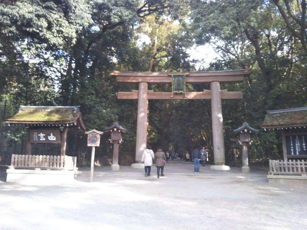 大神神社の鳥居(奈良県桜井駅)