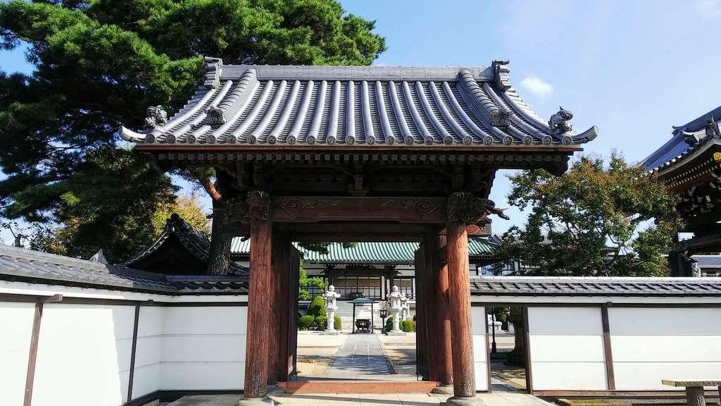 林光寺の山門