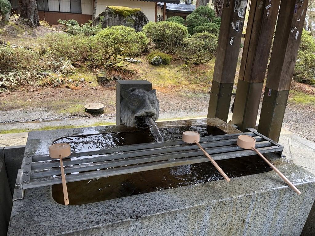 上杉神社の手水