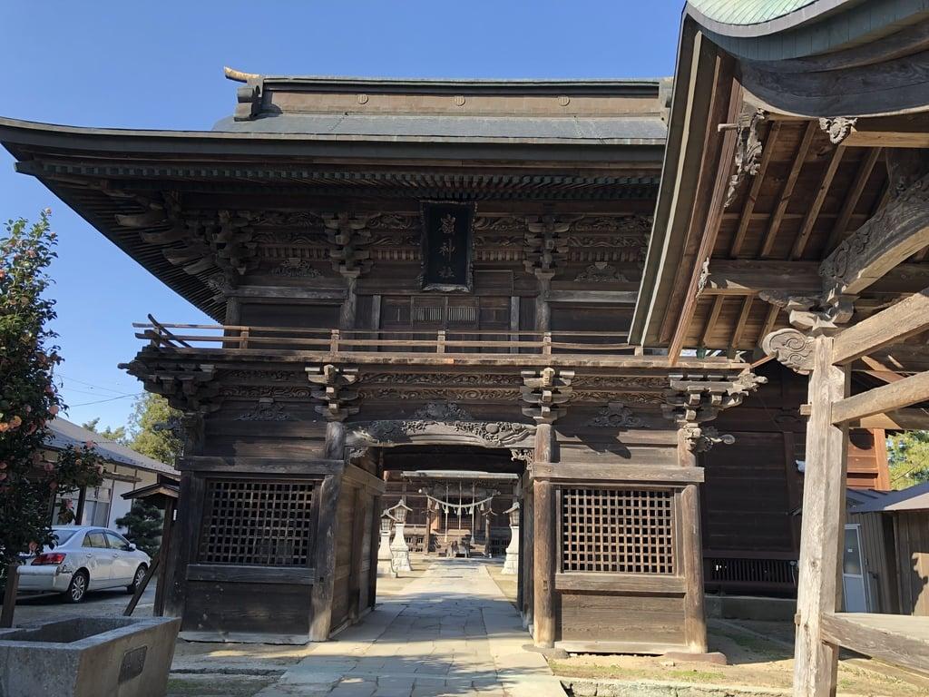刈田嶺神社の山門