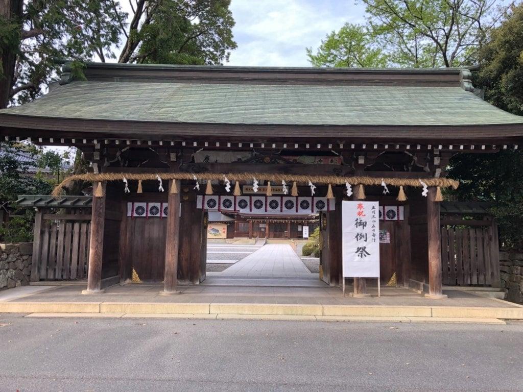 砥鹿神社(里宮)の山門