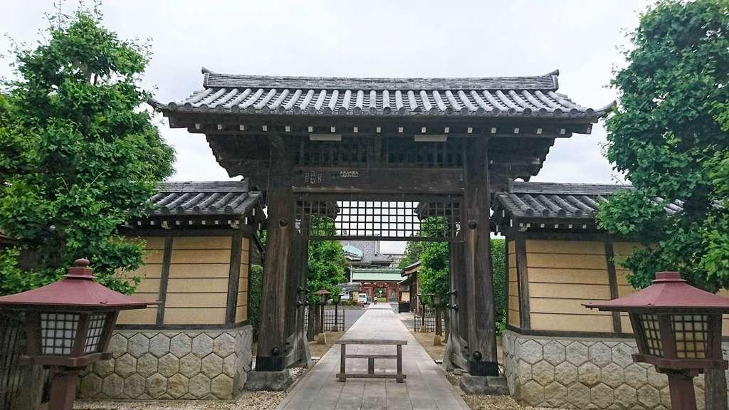 三学院の山門
