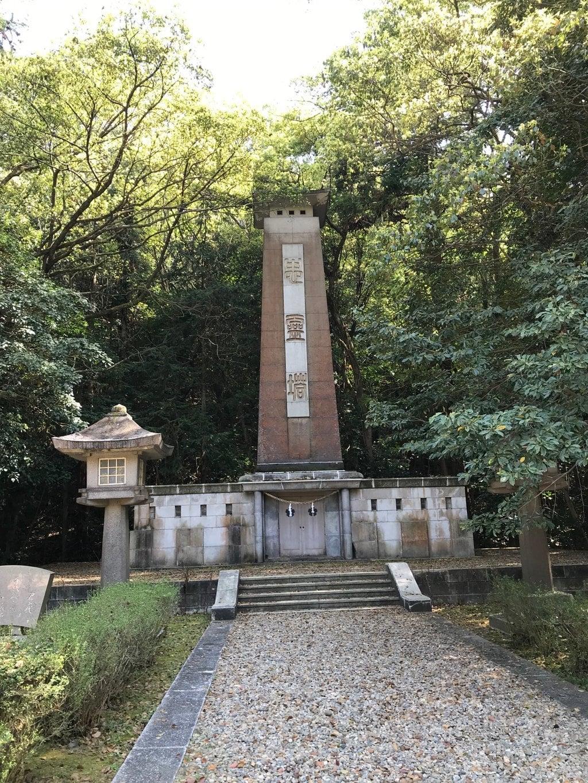 岡山縣護國神社の塔