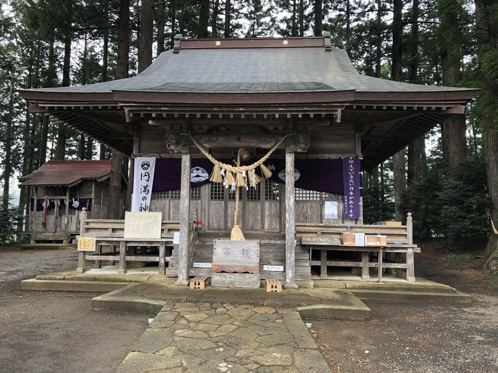 坪沼八幡神社の本殿