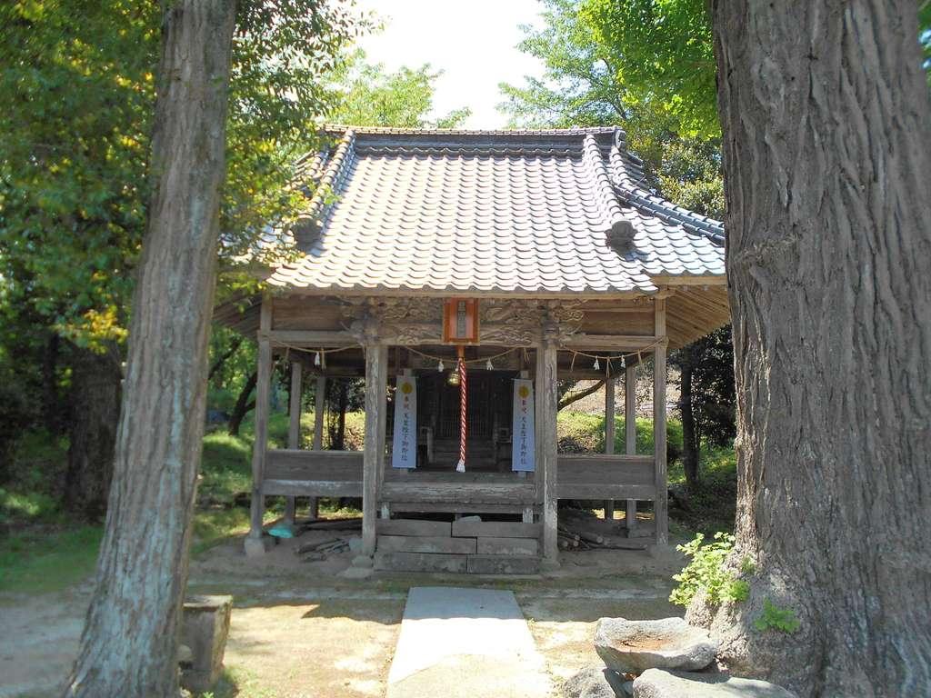 石尾白山姫神社の本殿