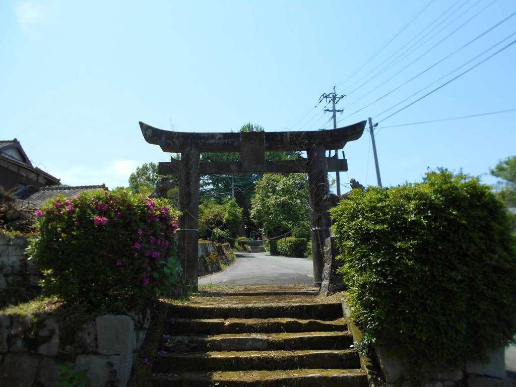 石尾白山姫神社の鳥居