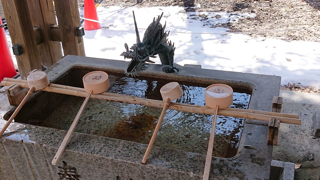 諏訪神社の手水
