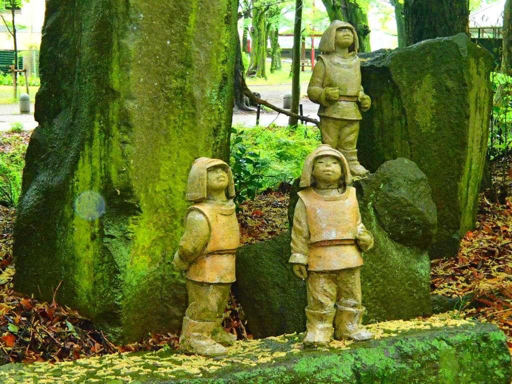 岐阜護国神社の像
