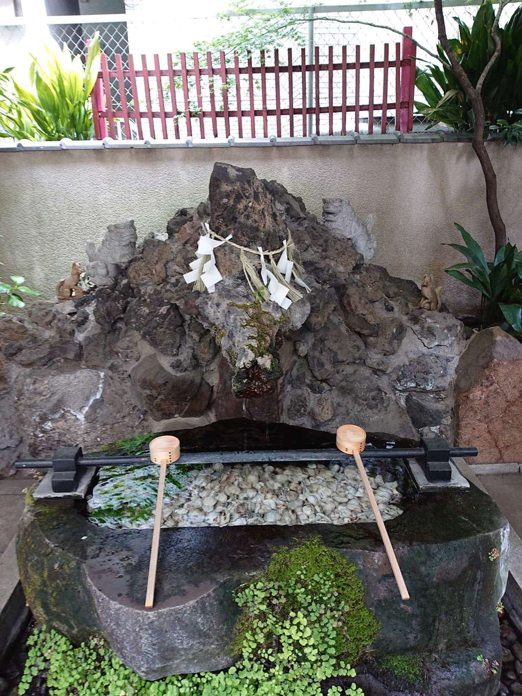 三崎稲荷神社の手水