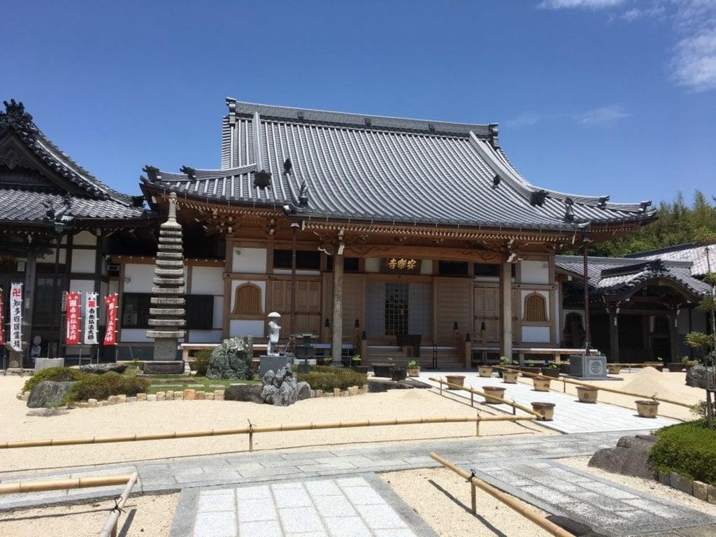大光山 安楽寺の本殿
