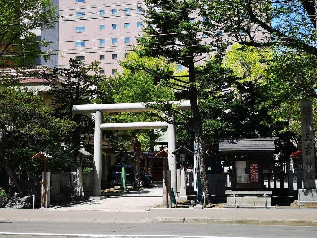 三吉神社の鳥居